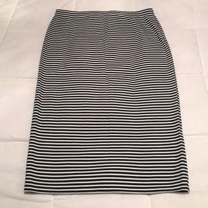 Max Studio size L pencil skirt